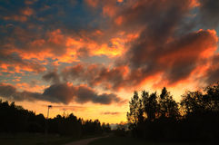 Härlig solnedgång på en molnig dag Royaltyfri Bild