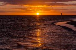Härlig solnedgång på en sandig strand i Mauritius Arkivbilder