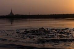Härlig solnedgång på Gorai liten vik Royaltyfria Bilder