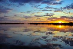 Härlig solnedgång på lagun Siemianówka Arkivbilder