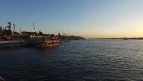Härlig solnedgång på Nilen i Luxor stock video
