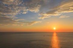 Härlig solnedgång på punkt för Promthep uddesikt, Phuket Royaltyfri Bild