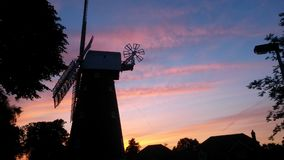 Härlig solnedgång på Shirley Windmill arkivfoto