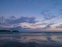 Härlig solnedgång på stranden Arkivbild