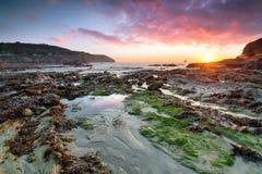 Härlig solnedgång på Trevellas Coombe Arkivfoto
