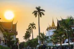 Härlig solnedgång på Wat Saket Ratcha Wora Maha Wihan (Wat Phu Kh Arkivfoto
