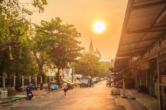 Härlig solnedgång på Wat Saket Ratcha Wora Maha Wihan (Wat Phu Kh Arkivfoton