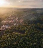 Härlig solnedgång - sikt från över Arkivfoton