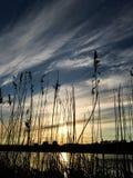 Härlig solnedgångaftonhimmel med en inställningssol Arkivbild