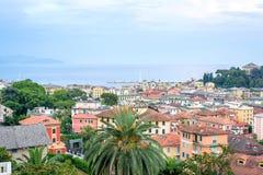 Härlig solnedgångsikt från överkant till den Santa Margherita Ligure staden Royaltyfri Foto