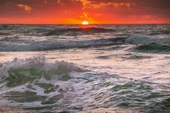 Härlig soluppgång över horisonten Arkivbild
