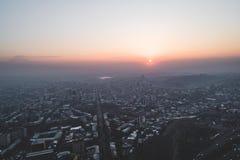 Härlig soluppgång över staden fotografering för bildbyråer