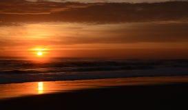 härlig soluppgång för strand arkivbild