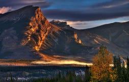 Härlig soluppgång i dalen arkivfoto