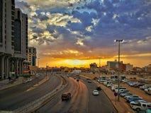 Härlig soluppgång i en härlig stad royaltyfri foto