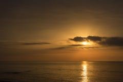 Härlig soluppgång på Costa del Sol av Mlaga, Andalusia Royaltyfri Foto