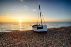 Härlig soluppgång på den Dungeness stranden Royaltyfria Bilder