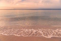 Härlig soluppgång på den Rayong stranden, Thailand Fotografering för Bildbyråer