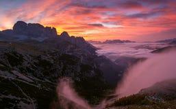 Härlig soluppgång på dolomitesna Royaltyfri Foto