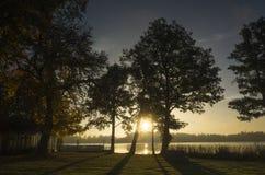 Härlig soluppgång på höstmorgonen i Katrineholm, Sverige Skandinavien royaltyfri fotografi