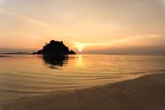 Härlig soluppgång på Koh Lipe Beach Thailand, sommarsemester arkivfoto
