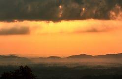 Härlig soluppgånghimmelkontur Arkivfoto