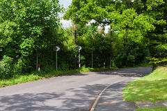härlig sommar för bygddagväg Arkivfoton