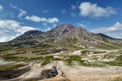 Härlig sommarsikt av den Khangar vulkan - aktiv vulkan av den Kamchatka halvön Arkivbilder
