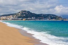 Härlig sommarstrand i Blanes, Spanien Arkivfoto