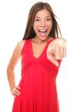 härlig spännande pekande kvinna Royaltyfri Bild