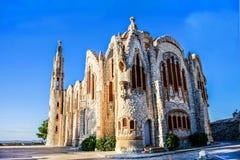 Härlig spansk tempel av den ljusa stenen av elegant stil mot arkivbilder