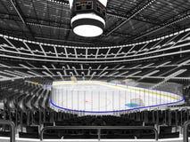 Härlig sportarena för ishockey med den svarta platsstorgubbeasken Arkivbild