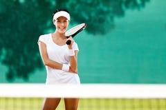 Härlig sportswoman med racqueten Fotografering för Bildbyråer