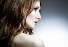 härlig ståendekvinna royaltyfri fotografi