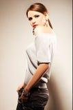 härlig ståendekvinna Arkivfoto