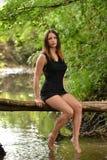 härlig ståendekvinna Arkivfoton