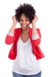 härlig ståendekvinna för afrikansk amerikan Arkivfoto