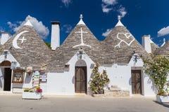 Härlig stad av Alberobello med trullihus, huvudsakligt turistic område, Apulia region, sydliga Italien Arkivbilder