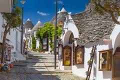 Härlig stad av Alberobello med trullihus, touristic strömförsörjning Fotografering för Bildbyråer