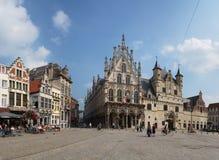 _ Härlig stad Mechelen Grote Markt Arkivbilder