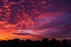 Härlig stads- solnedgångsikt på Kiev, Ukraina royaltyfri fotografi
