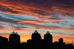 härlig stadssolnedgång Fotografering för Bildbyråer