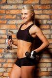 Härlig stark idrottskvinna Royaltyfri Foto