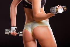 Härlig stark idrottskvinna Royaltyfria Bilder