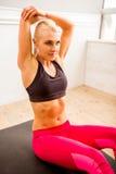 Härlig stark idrottskvinna Royaltyfri Fotografi
