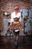 Härlig steampunkkvinnabaksida Arkivfoto