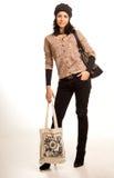 Härlig stilfull ung kvinna som shoppar ut fotografering för bildbyråer