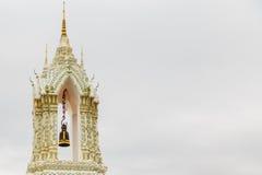 Härlig stor vit klockstapel I templen Royaltyfria Foton