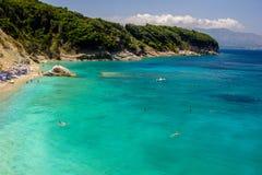 Härlig strand för en ferie i Albanien Ionian hav royaltyfri fotografi