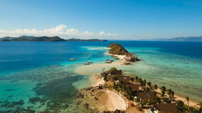 Härlig strand för flyg- sikt på en tropisk ö Coron Palawan, Filippinerna stock video
